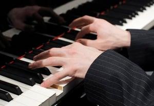 Photodune 527199 pianist s