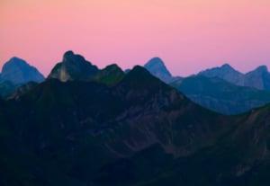 Mountain silhouette at dawn 6btn8ps