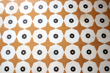 Floor pattern with dynamic octagons