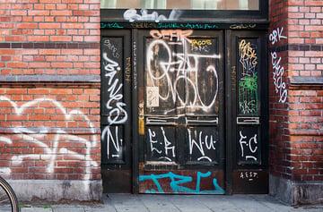 Healing Brush Remove Graffiti