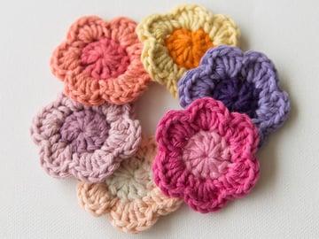 How to Crochet a Flower by Marinke Slump