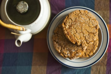 Teapot and molasses cookies
