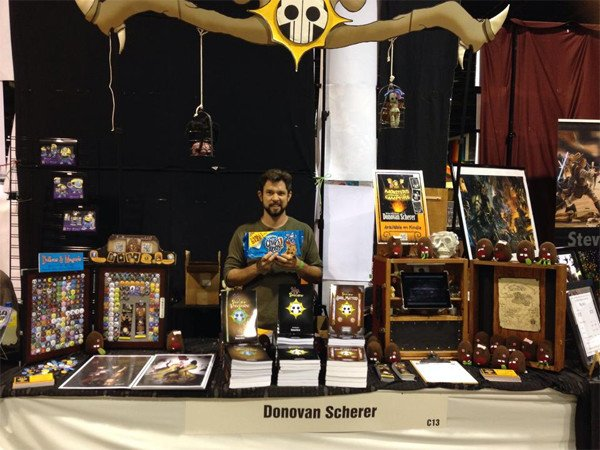 Donovan behind his booth at Wizard World 2015