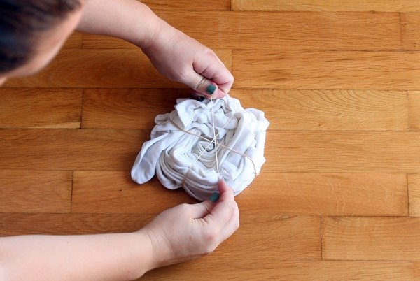 adding rubber bands around the pillow case