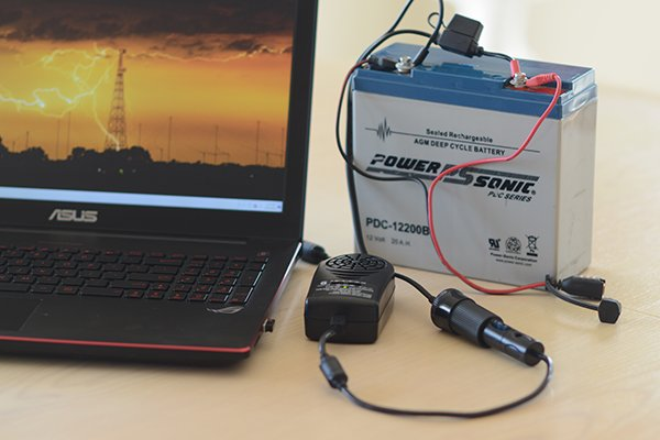 DC power supply powering a laptop computer