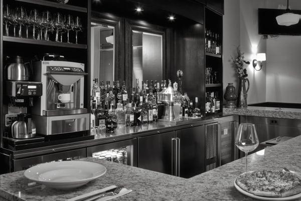 Un intérieur de restaurant avec des plats aliments et boissons