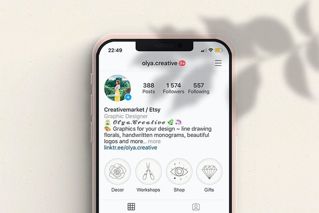 This fresh Instagram highlight cover template features beautiful hand-drawn illustrations.
