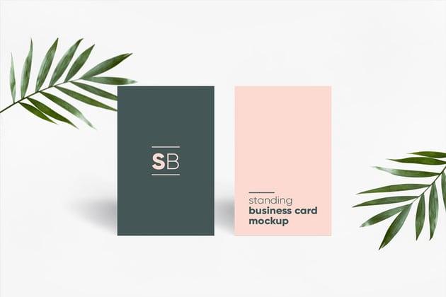 Mockup para tarjeta de presentacin en posicin vertical