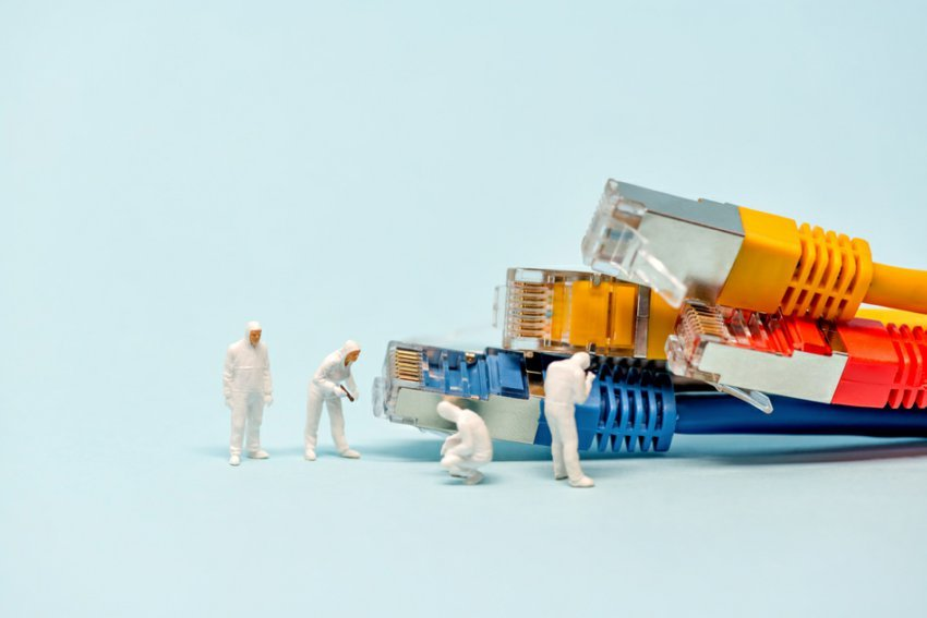 Tiny technicians with network cables