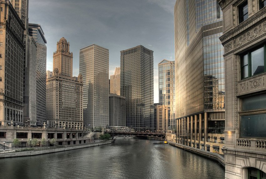 Downtown Chicago overlooking the river
