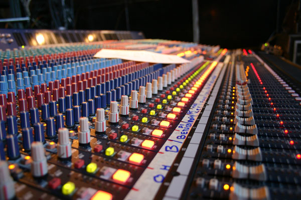 Using An Og Mixer With Effects Rack We Have To Individually Patch Every Compressor Gate And Effect Manually Into The Mixing Desk