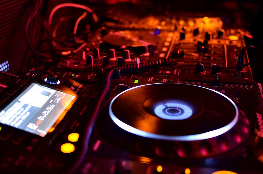 15 Best Royalty-Free Electronica Music Packs of 2019