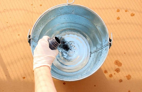 Add indigo dye to the vat