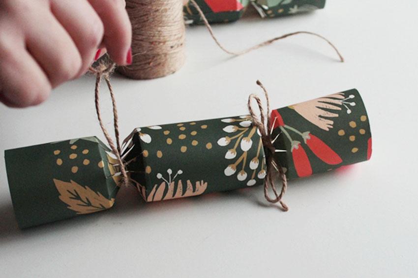 tie custom paper crackers