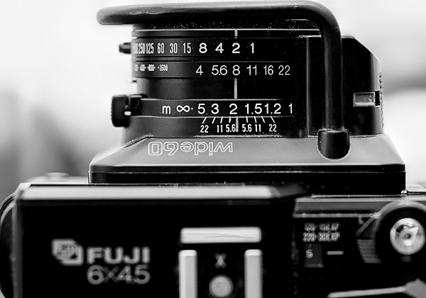 Medium format rangefinder cameras like the Fujifilm GS645S also offer a depth of field scale on the lens