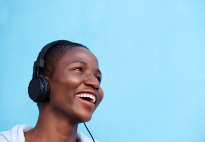 Smiling african woman listening to music with amvlnw6%20(2)
