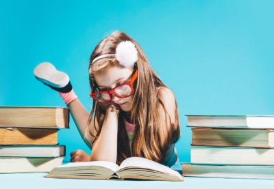 Little girl sitting by the books studying n82gebq%20(2)