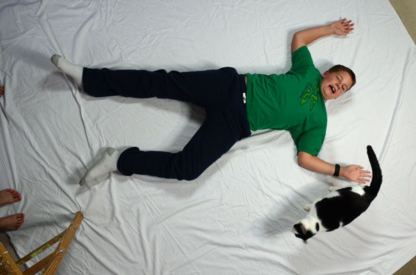 Use a white floor sheet with plenty of space for the victim lie down