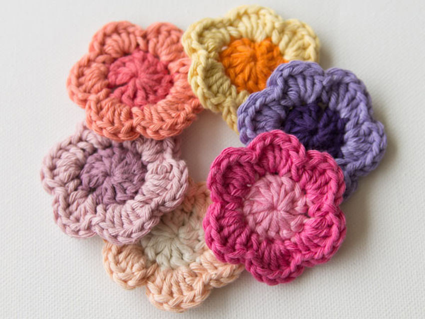 How to Crochet a Flower by Marinke Slump