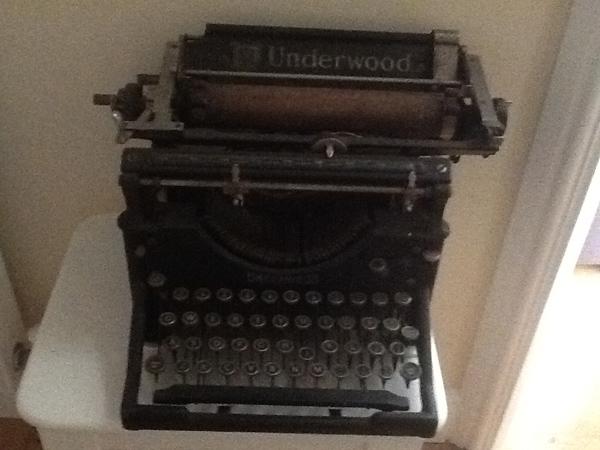 typewriter low light picture