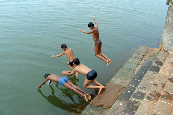 children diving