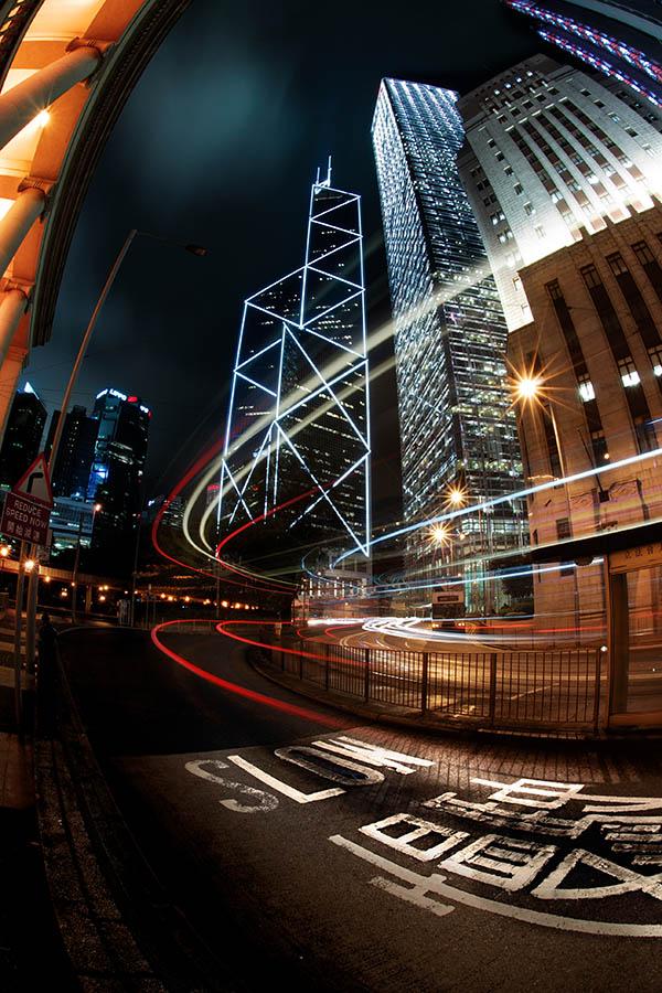 Manual Versus Autofocus Lenses for Night Photography