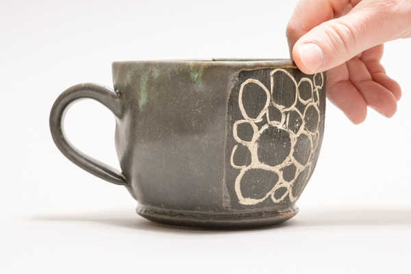 Positioning a ceramic mug on the backdrop