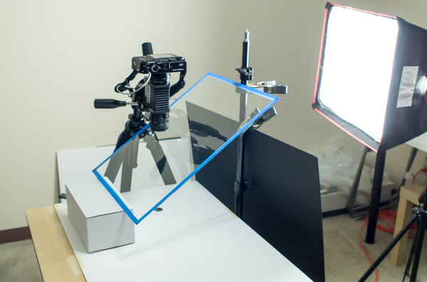 Setting up the glass reflector and flag for a high-key macro image