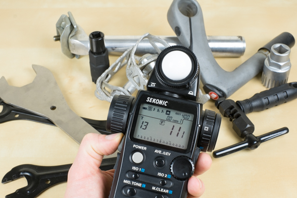 Using a hand-held incident meter for still life photography